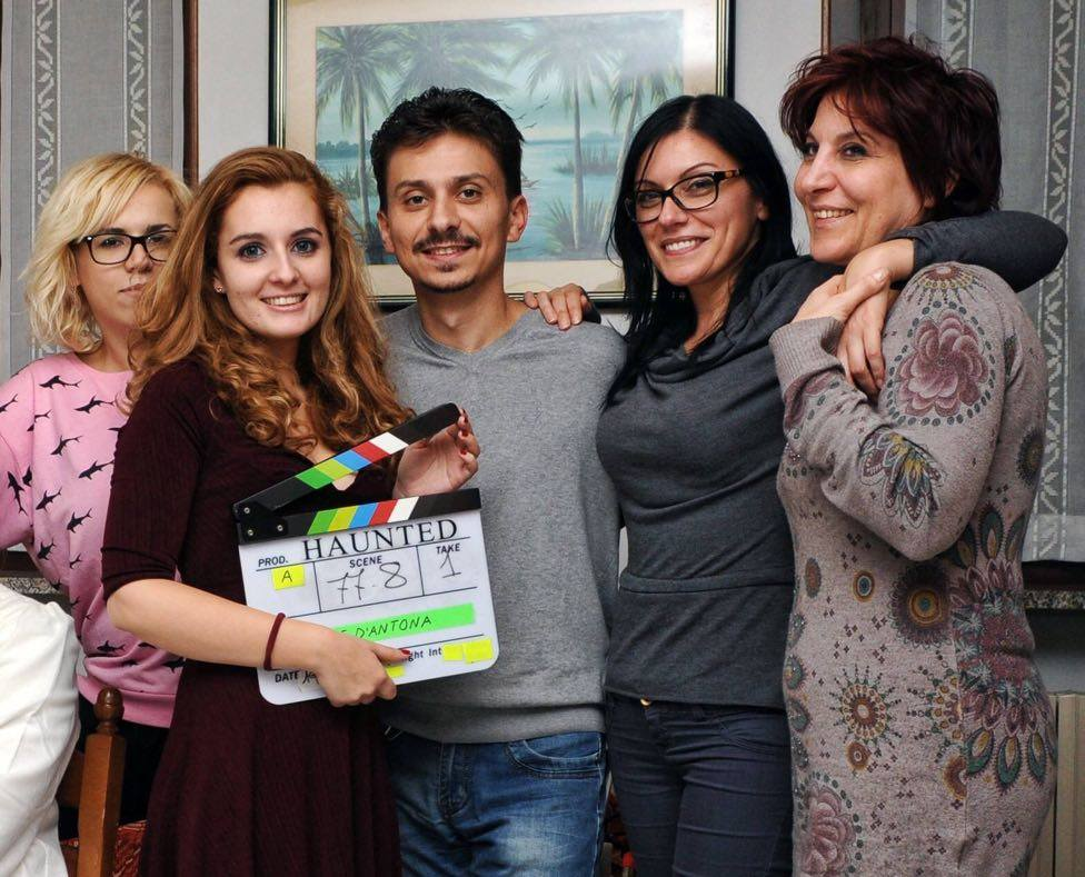 "Diandra sul set di ""Haunted"" con il resto del cast."